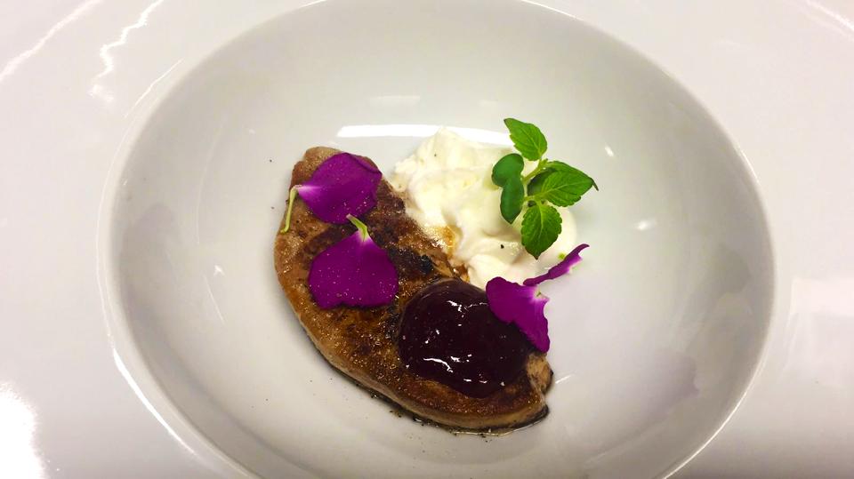 Foie gras, spuma di caprino, gelatina ai frutti di bosco
