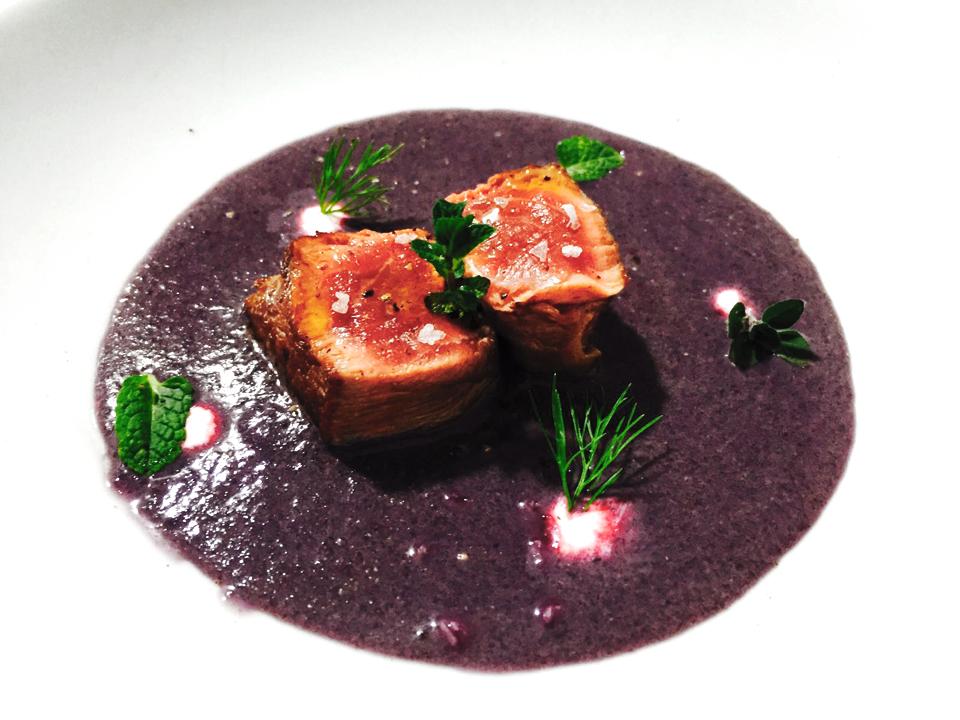 Filetto, patata viola, salsa al rafano